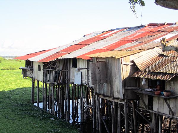 Iquitos_shacks