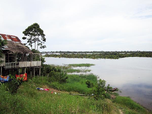 Iquitos_shacks2